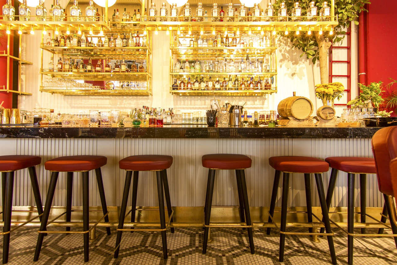 """Inside the swirls of """"The world's 50 best bars"""" awards – Thebeeswing"""